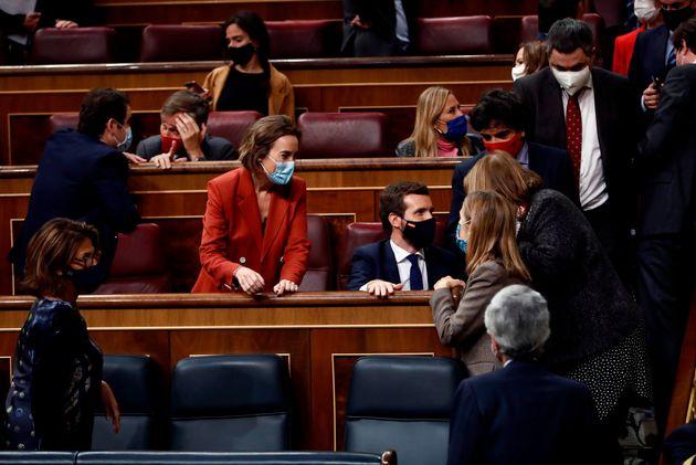 Gamarra, Casado y diputados del PP durante la moción de