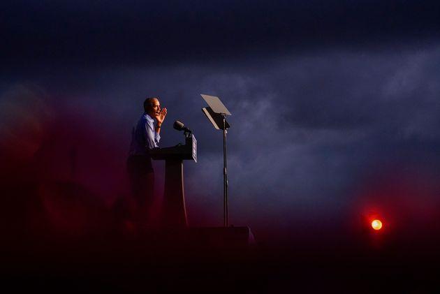 민주당 대선후보 조 바이든에 대한 지지 유세에 나선 버락 오바마 전 대통령이 연설을 하고 있다. 필라델피아, 펜실베이니아주. 2020년