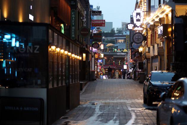 이태원 클럽 관련 신종 코로나바이러스 감염증(코로나19) 누적 확진자가 162명을 기록한 5월경 저녁 서울 용산구 이태원 거리가 한산한 모습을 보이고