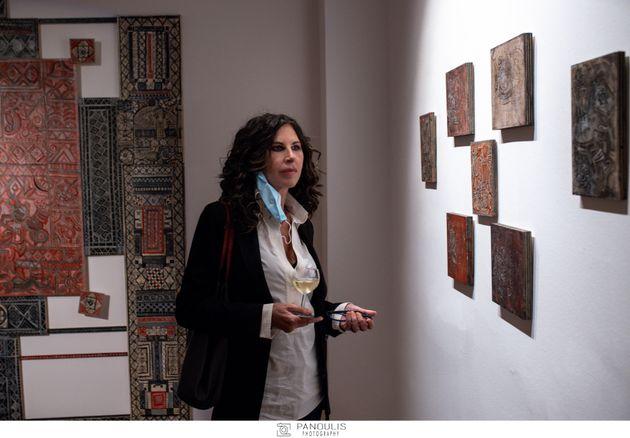 Η τραγουδίστρια, Ελευθερία Αρβανιτάκη, στα εγκαίνια της έκθεσης του Αλέκου