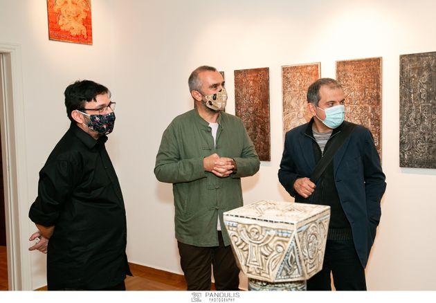 (Από αριστερά) Αλέκος Κυραρίνης, Γιώργης Μαγγίνης επιστημονικός διευθυντής του Μουσείου Μπενάκη, Ερρίκος