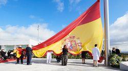 La bandera de 75 metros cuadrados y 25 metros de mástil que le está costando críticas al Ayuntamiento de