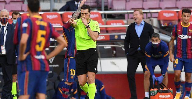 Juan Martinez Munuera, árbitro del Barcelona-Real Madrid, pita penalti a favor de los
