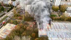 Une centaine de pompiers déployés pour un entrepôt en feu au