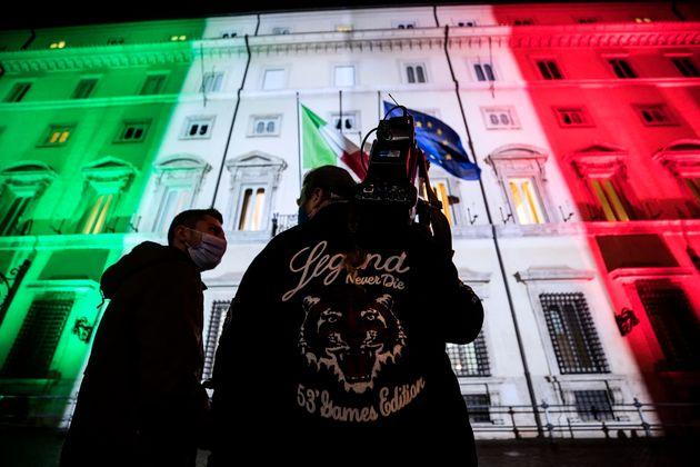 L'esterno di palazzo Chigi durante l'incontro tra il presidente del Consiglio Giuseppe Conte e il commissario...