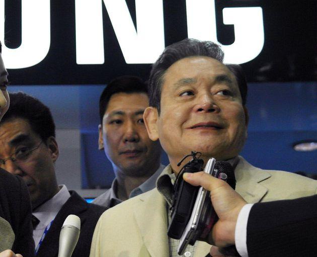 2012년 1월 12일(현지시간) 미국 라스베이거스에서 열린 세계가전박람회(CES) 2012에 참석한 이건희 삼성전자