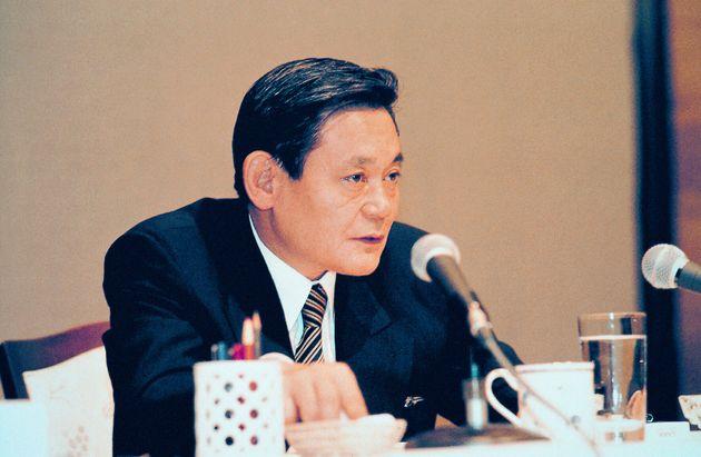 1993년 6월 7일 독일 프랑크푸르트 켐핀스키호텔에서 삼성 임원진들에게 '신경영' 구상을 밝히고