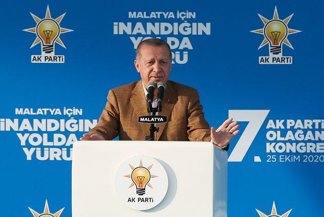 Τον χαβά του ο Ερντογάν: Νέα πυρά κατά Μακρόν και