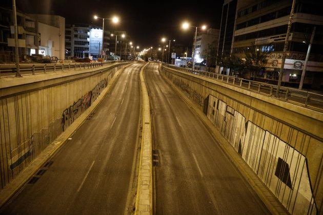 Πόλεις - «φαντάσματα» Αθήνα και Θεσσαλονίκη με την απαγόρευση