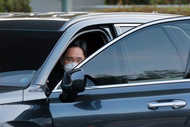 이재용 삼성전자 부회장이 25일 오후 故 이건희 삼성그룹 회장 빈소가 마련된 서울 삼성병원 장례식장에 도착하고