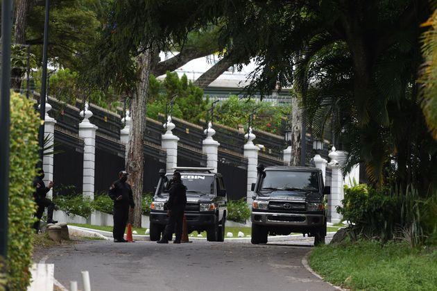 Miembros del servicio de inteligencia venezolano, en la embajada