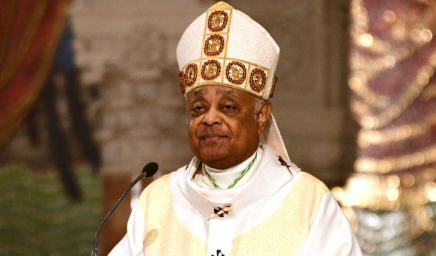 L'archevêque Wilton Gregory, célèbre une messe de Pâques à Washington...