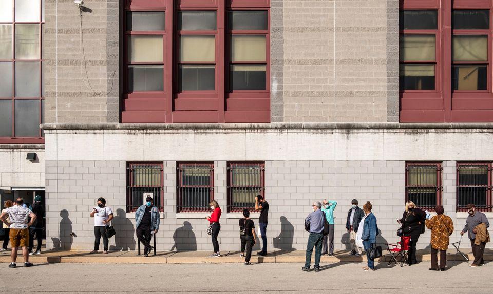 올해 미국 대선은 코로나19 여파로 우편투표와 조기투표에 참여하는 유권자들이 급증했다. 필라델피아, 펜실베이니아주. 2020년