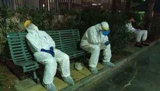 """FOTO SIMBOLO - """"Stremati"""". Gli operatori del 118 in attesa delle"""