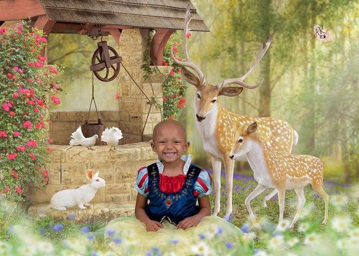 Arianna Taft, une fillette de 5 ans qui lutte contre le cancer, habillée en Blanche-Neige pour une séance photo ayant pour thème les princesses Disney.