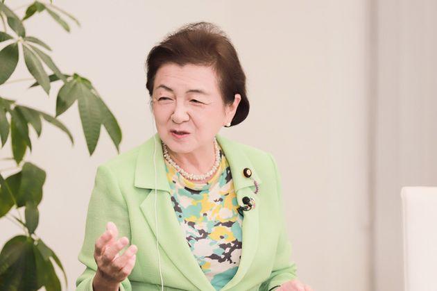 嘉田由紀子さん:参議院議員。滋賀県知事を2006年から2期つとめ、公共事業の見直しによる財政再建をはかり同時に教育・子育て・地域振興に注力。著書に『命をつなぐ政治を求めて』他。滋賀県知事時代に、治水対策に熱心に取り組み「ながす」「ためる」「とどめる」「そなえる」の4つの多重防護による流域治水対策条例を制定。