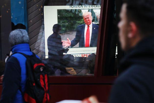 ニュ—ヨークの街頭テレビに写し出されるトランプ大統領(2020年1月撮影)