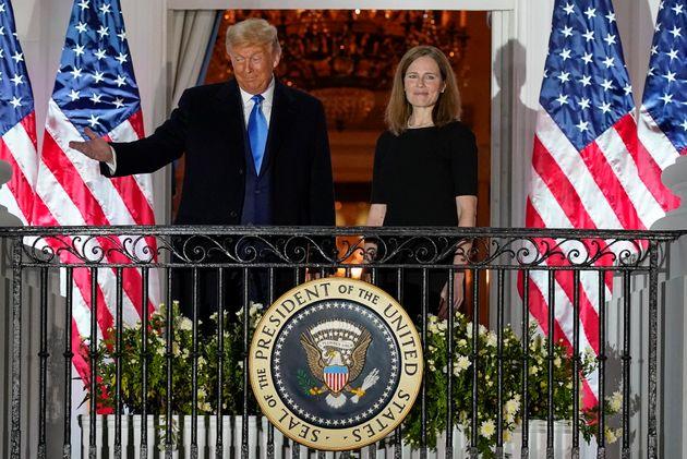 Donald Trump y Amy Coney Barrett, anoche en la Casa