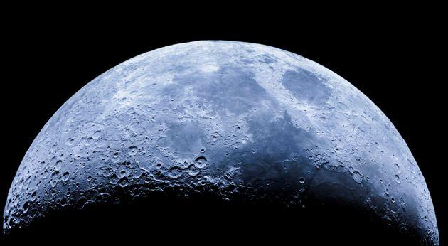 C'è acqua sulla Luna: la nuova emozionante scoperta della