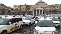 A Napoli protestano i tassisti, occupata Piazza del Plebiscito