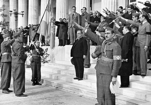 1937 - Ο Μεταξάς ασκεπής σε...