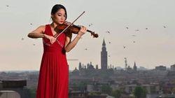 Suonò il violino sul tetto dell'ospedale di Cremona: la musicista Yokoyama è