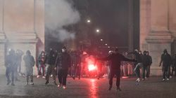 Scintille anche a Roma: carta e idranti, scontro tra Polizia e