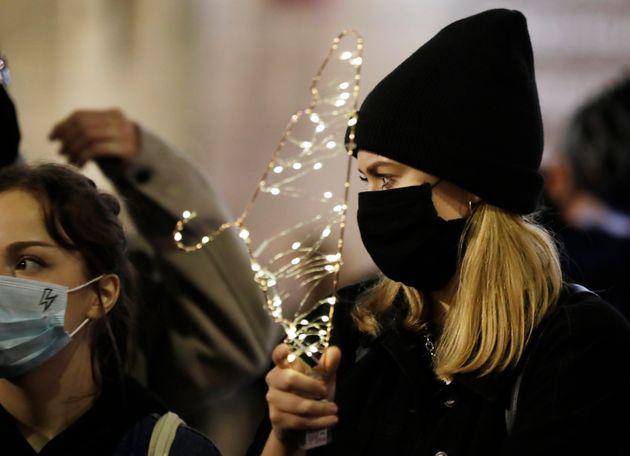 낙태 제한법을 강화한 법원 판결에 반대하는 시위가 10월 26일 월요일 폴란드 바르샤바에서