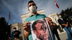 Διασπείρουν ρατσισμό και μίσος-Τούρκοι αξιωματούχοι καταδικάζουν τα σκίτσα του Charlie Hebdo με τον