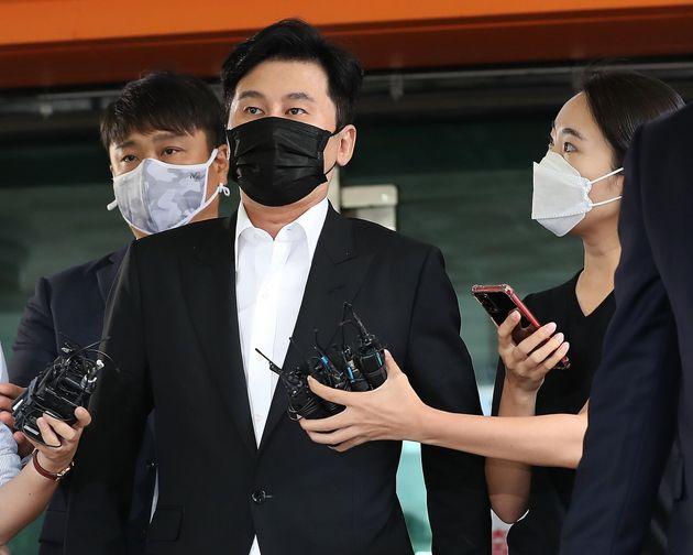 해외에서 수억원대 원정도박을 한 혐의를 받는 양현석 전 YG엔터테인먼트 대표가 9월 9일 오후 서울 마포구 서울서부지방법원에서 열린 첫 공판을 마친 후 취재진 질문에 답변 없이 빠져나가고