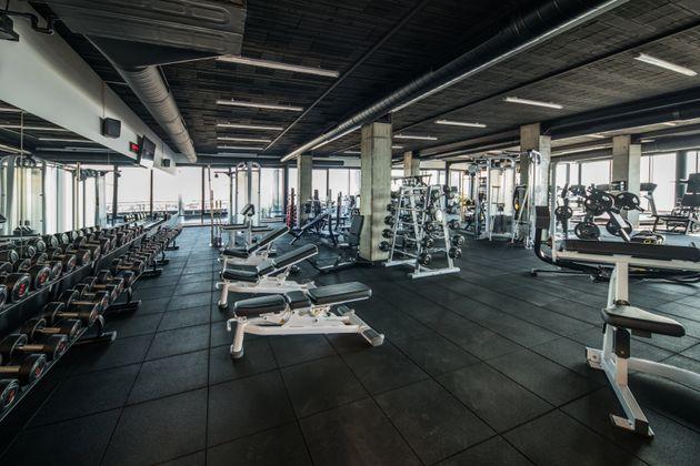 Les gyms reculent, mais invitent leurs clients à