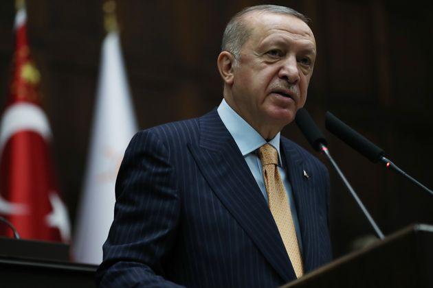 """Erdogan trova in Macron un utile """"sacco da boxe occidentale"""""""
