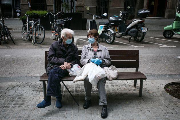 Una pareja de personas mayores, en