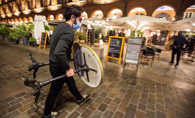 Les bars et restaurants devront de nouveau fermer pendant ce nouveau confinement d'au moins un mois (Photo...