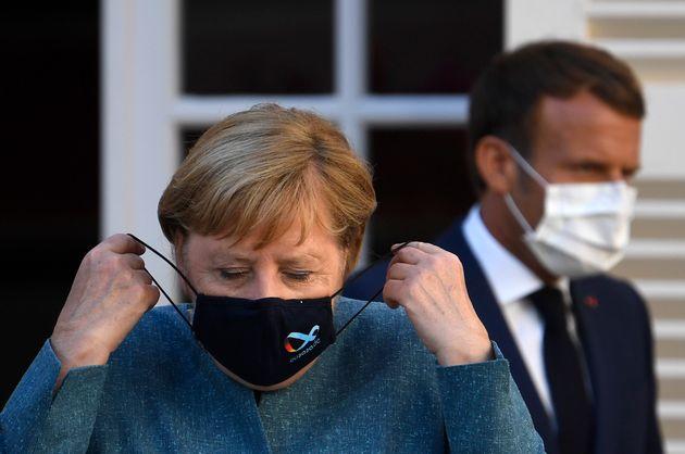 Chanceler Angela Merkel e presidente Emanuel Macron apertaram as regras sanitárias em seus países...