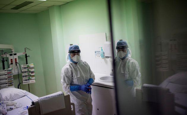 Plus de 3000 personnes sont actuellement hospitalisées en réanimation à cause du...