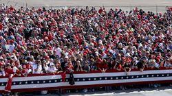 【写真】マスク着用はまばら...これ大丈夫?密すぎるアメリカ大統領選の演説会場