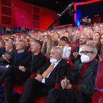 Teatro pieno al Maurizio Costanzo Show. Lui spiega: