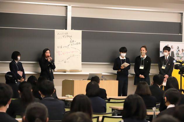 「教育」をテーマにしたグループの発表
