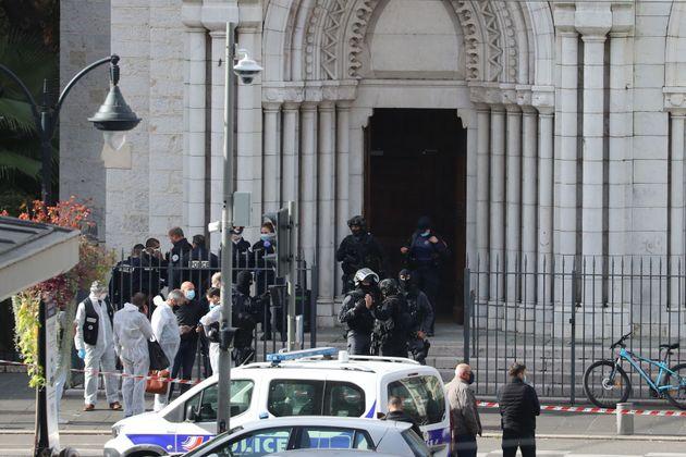 Τρεις νεκροί σε επίθεση με μαχαίρι σε εκκλησία της