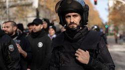 Los cuatro guiños claros de 'Antidisturbios' a la