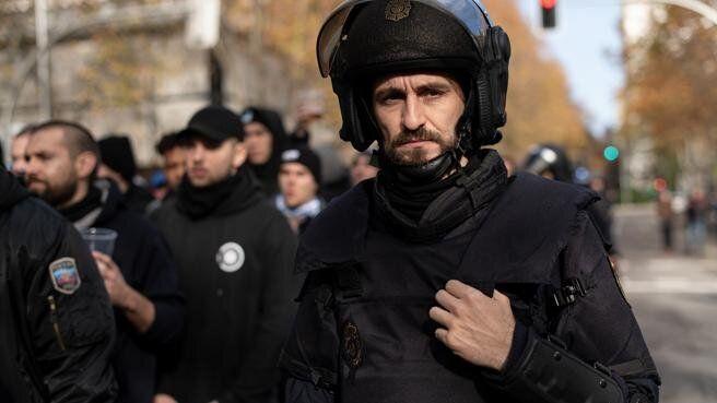 Raúl Arévalo en una escena de 'Antidisturbios'.