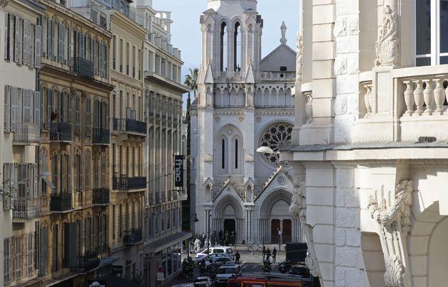 Le campane di Notre Dame a Nizza suonano senza sosta da questa