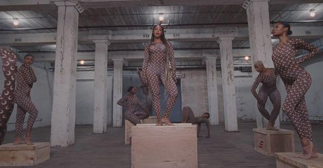 Beyoncé et ses danseurs en Marine Serre dans le clip