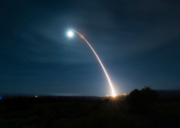 Cette photo d'archives montre le lancement d'un missile Minuteman III à partir de la base de Vandenberg...