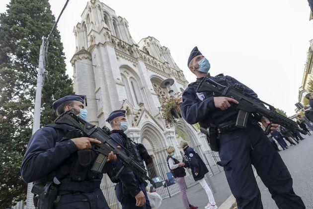 29/10/2020 Nizza, una donna è stata decapitata e altre due persone uccise questa mattina, intorno alle...