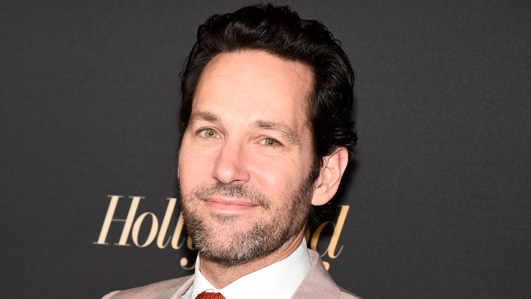 Real-Life Hero Paul Rudd Stood In The Rain To Give Waiting Voters Cookies