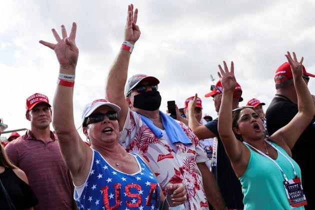 '4년 더'를 외치는 트럼프 대통령의 지지자들. 탬파, 플로리다주. 2020년