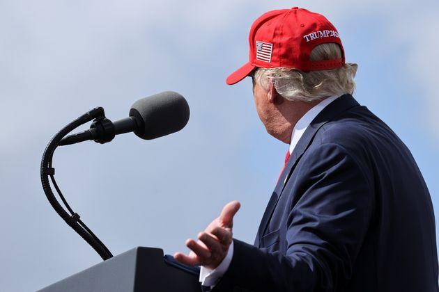 현장 유세에 나선 도널드 트럼프 미국 대통령이 연설을 하고 있다. 탬파, 플로리다주. 2020년