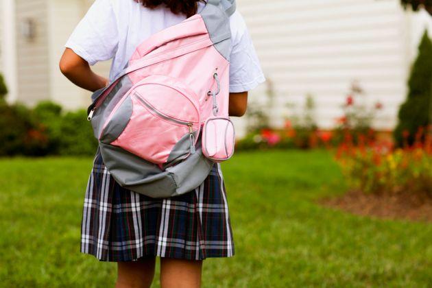 일부 학교 여학생 교복신청서에 '바지'가 없어, 교육당국이 '교복 바지' 선택권 확대에